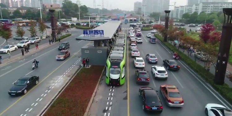 Conoce el tren chino que no tiene conductor ni raíles