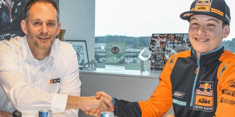 Rene Hofer prolonga su contrato con KTM