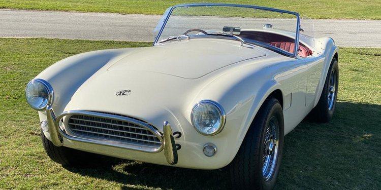 Regresa el AC Cobra en versión limitada eléctrica y a gasolina
