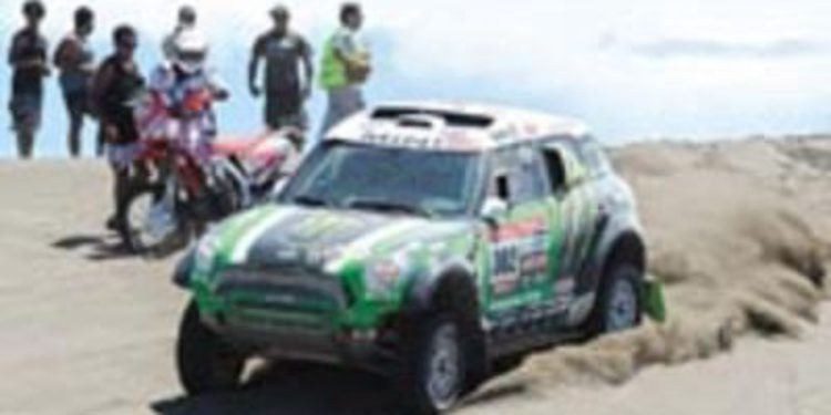 Dakar 2013, etapa 2: Liderato y etapa en motos para Barreda con Peterhansel surcando la polémica