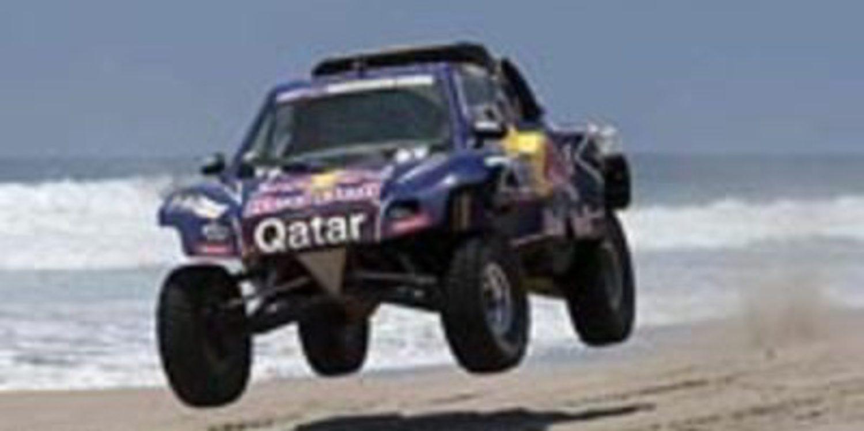 Carlos Sainz abandona el Dakar 2013 tras romper el motor de su Buggy