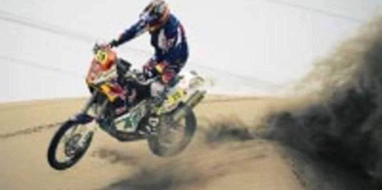Dakar 2013, etapa 7: Kurt Caselli se estrena en motos y Peterhansel gana en un final apretado