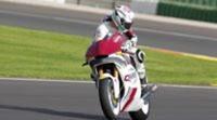 Anthony West se mantiene con el equipo QMMF Racing Team en Moto2
