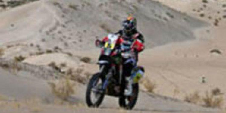 Los españoles superan el último obstáculo del Dakar 2013 en motos
