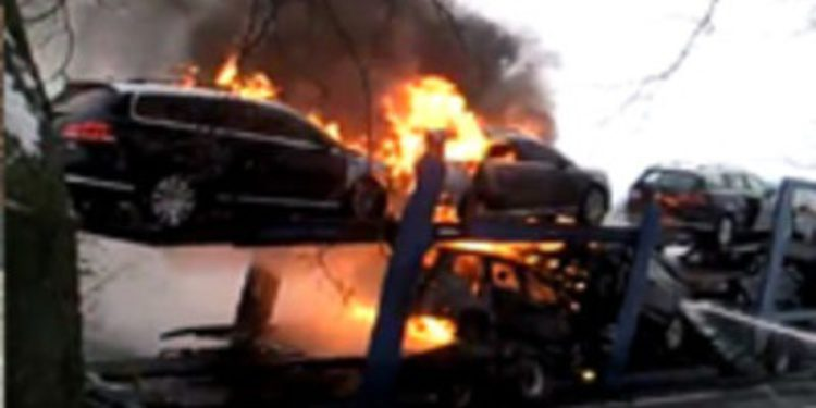Incendio durante el transporte de ocho Volkswagen Passat en la Rep. Checa