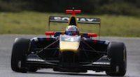 Carlos Sainz Jr manda un aviso en la primera jornada de test de GP3 en Estoril