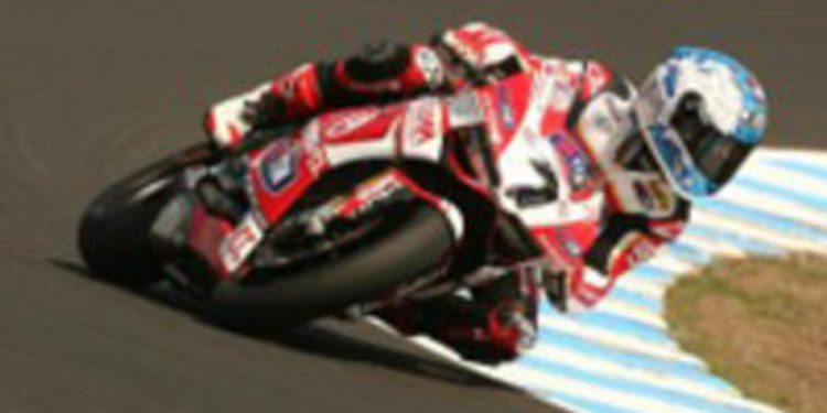 Carlos Checa manda en el Warm Up australiano de SuperBikes