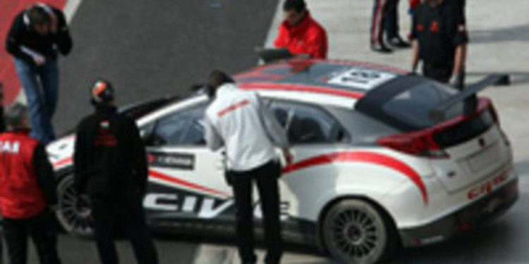 Michelisz prueba el Civic
