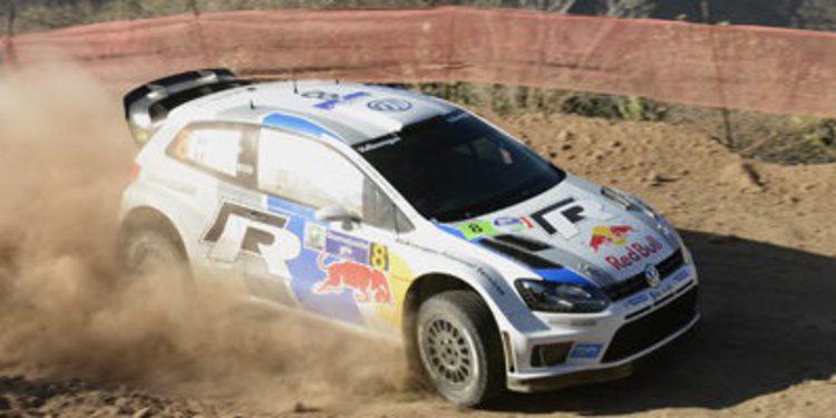 Sebastien Ogier arriba del Rally de Mexico tras el SS7