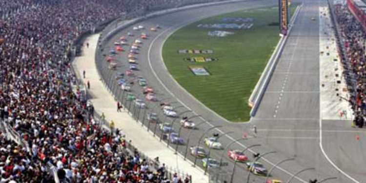Previo Auto Club 400: La NASCAR brilla como Hollywood