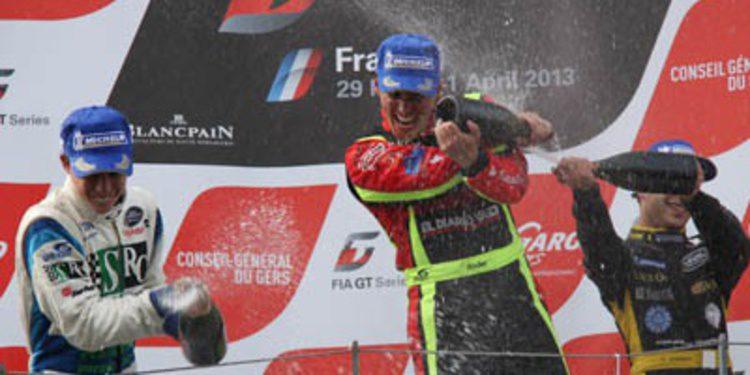Ander Vilariño devora a sus rivales en Nogaro