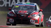 Gran victoria en el WTCC de Rob Huff y SEAT en Hungaroring