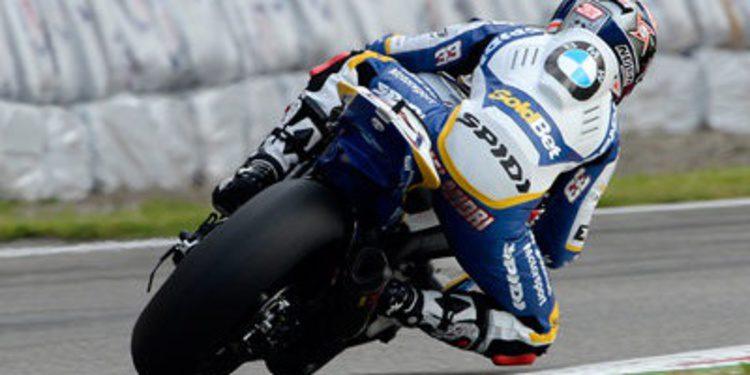 Marco Melandri arriba en una seca QP1 de Monza SBK