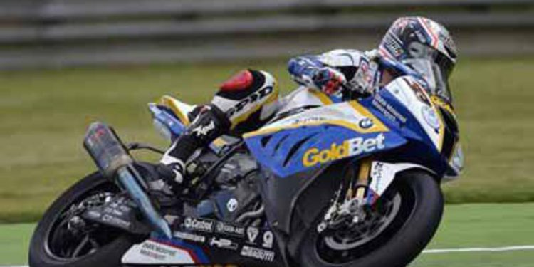 Marco Melandri gana al milimetro en Monza SBK
