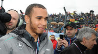 Lewis Hamilton disfruta del GP de Francia de MotoGP