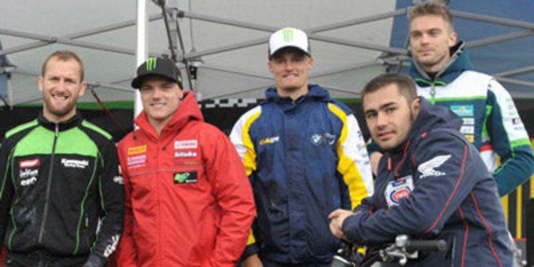Chaz Davies reina en los FP1 SBK sin ruido de Donington