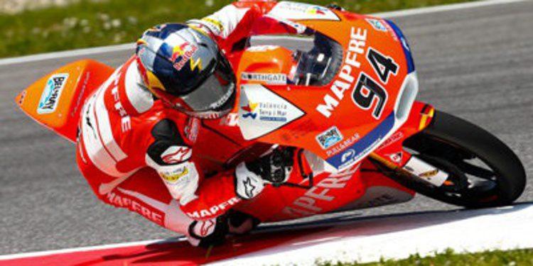 Jonas Folger roba a Viñales la pole Moto3 en Mugello