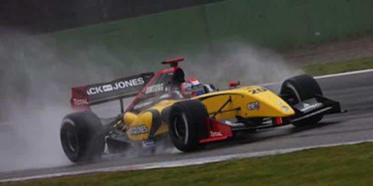 Kevin Magnussen no perdona la pole en Spa Francorchamps