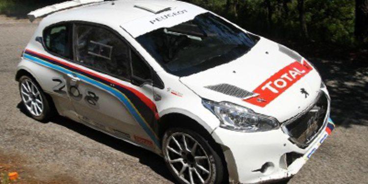 Test del Peugeot 208 T16 R5 por Craig Breen en asfalto