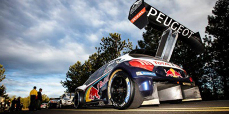 Sebastien Loeb y el Peugeot 208 T16 surcan Pikes Peak