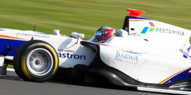 Venturini aprovecha la pole de parrilla invertida para ganar en Silverstone