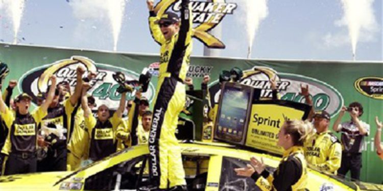 Matt Kenseth arriesga y gana en Kentucky