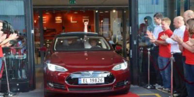 Tesla entrega el primer Model S en Europa