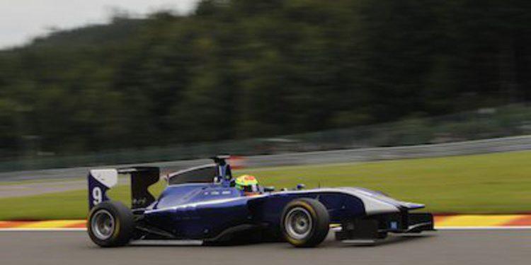 Alexander Sims domina el sprint de GP3 en Spa