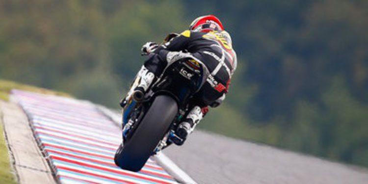 Mika Kallio gana al pelotón de Moto2 en Brno