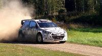 El Hyundai i20 WRC de test sobre tierra en Finlandia