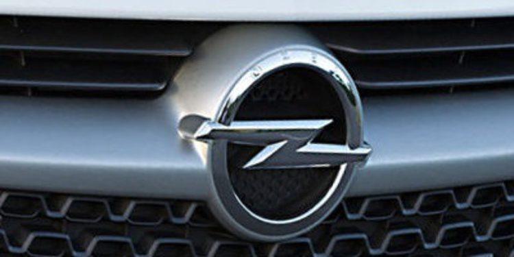 Opel Adam White and Black Link para Frankfurt