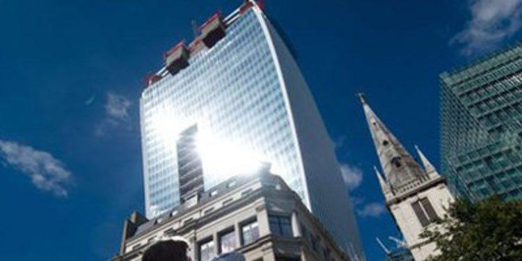 Un rascacielos derrite un Jaguar en Londres