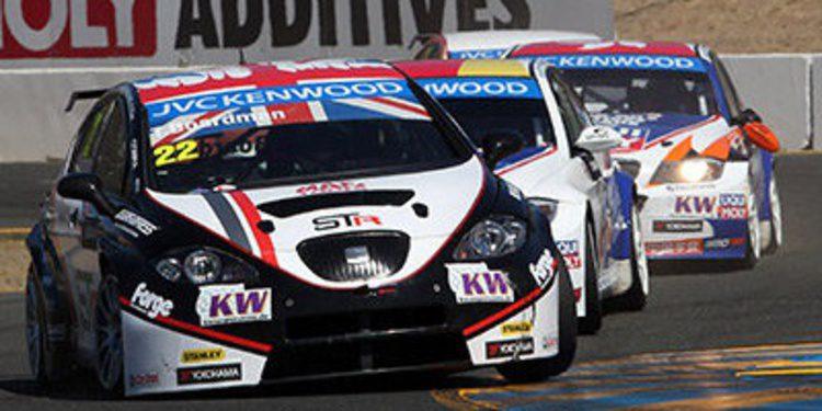 Gabriele Tarquini vence y le da a Honda su primer título