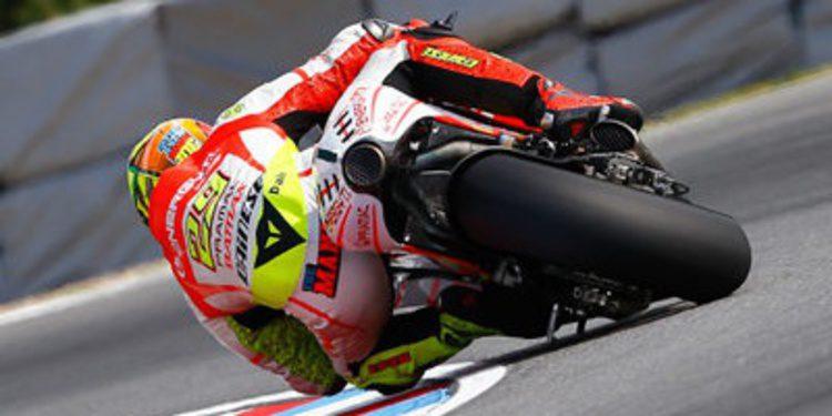 Andrea Iannone tocado del hombro derecho en Misano