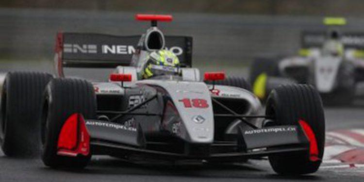 Muller reina bajo la lluvia en Hungría con gran remontada de Sainz Jr.