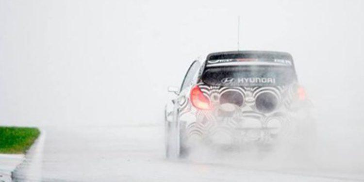 Hyundai prueba el i20 WRC en el Circuit de Chambley