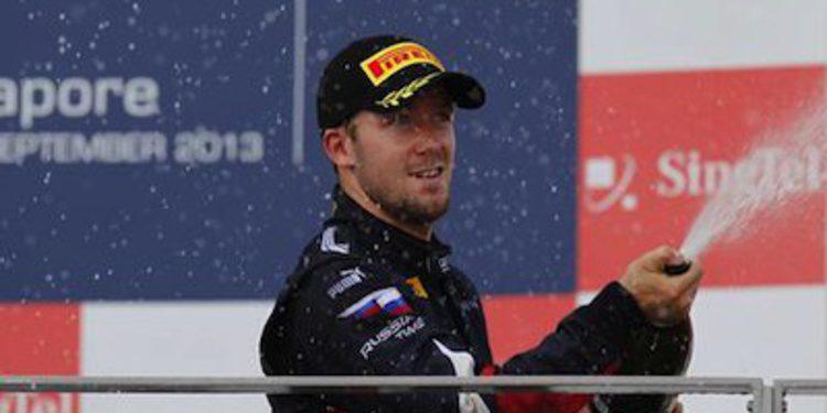 Sam Bird gana el sprint de Singapur y aprieta la GP2