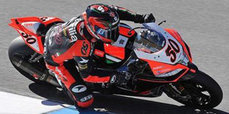 Sylvain Guintoli saca pecho en Francia en la QP1 WSBK