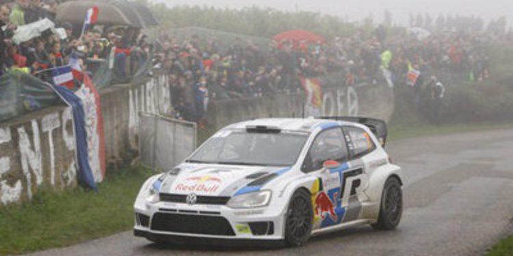 Latvala líder del Rally de Francia entre los gallos del asfalto