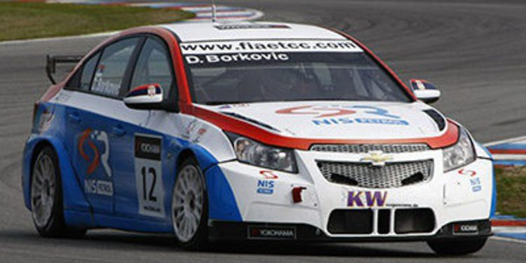Petr Fulin gana la primera carrera y se lleva el título