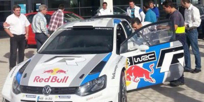 Sebastien Ogier en la fábrica de Volkswagen en Navarra