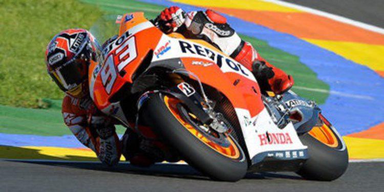 Marc Márquez destroza el crono y tiene la pole de MotoGP en Valencia