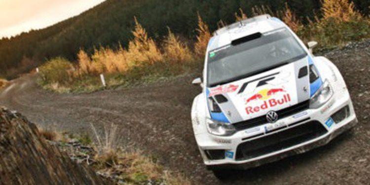 Sebastien Ogier mantiene a raya a Latvala en Gales