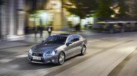 Lexus añade la nueva versión híbrida GS 300h, más económica