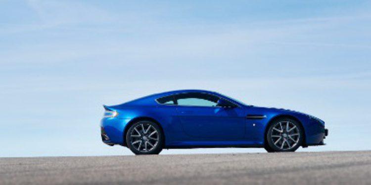 Aston Martin y Daimler firman un acuerdo de colaboración