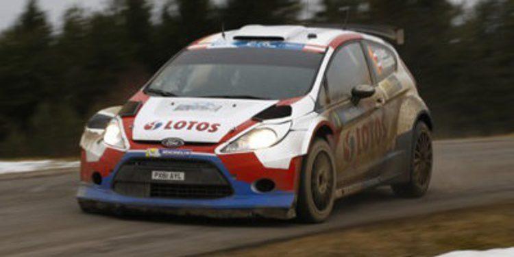 Robert Kubica lidera el Jänner Rally del ERC tras su primera etapa