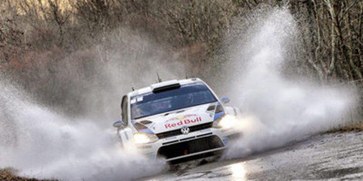 Sebastien Ogier se despide de Gap liderando el Rally de Montecarlo