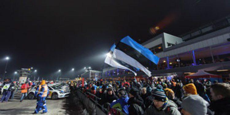 Andreas Mikkelsen compacta el Rally de Suecia en Karlstad