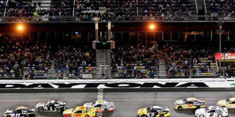 Denny Hamlin gana con soltura el Sprint Unlimited