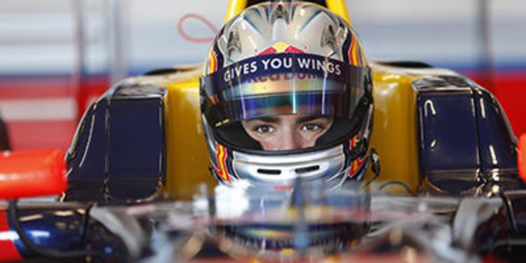 Carlos Sainz Jr. domina tras 2 días de tests en Motorland